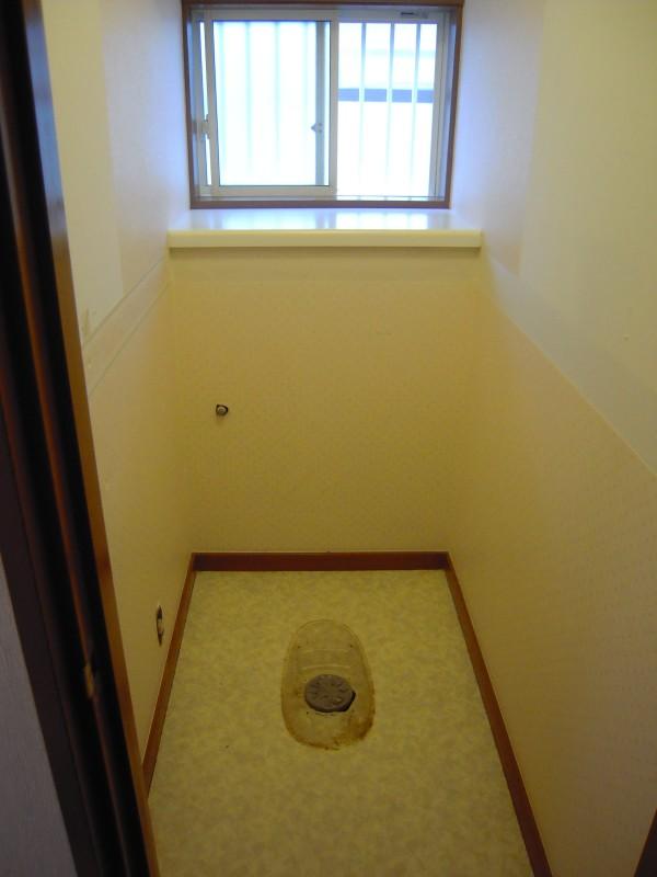 トイレの改修工事着工です