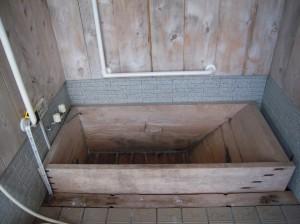 ヒノキの浴槽の老朽化