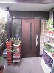 玄関扉のリフォーム工事後