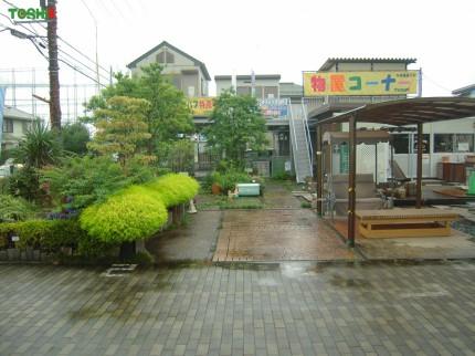 雨の展示場