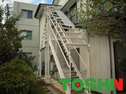 鉄骨階段の塗装と波板の張替え