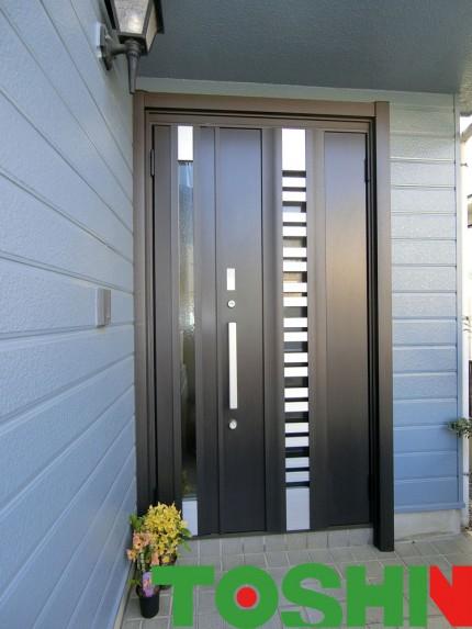 玄関ドアをタッチキー仕様でリフォーム