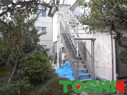 鉄骨階段塗装と波板交換施工中