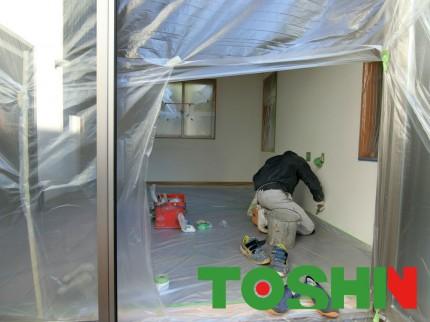 室内塗壁工事施工中
