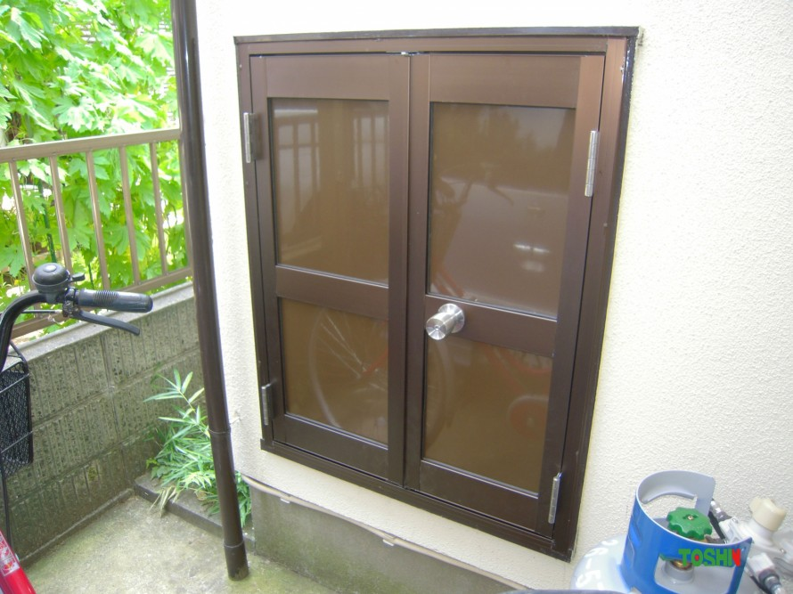 屋外収納の扉交換施工後