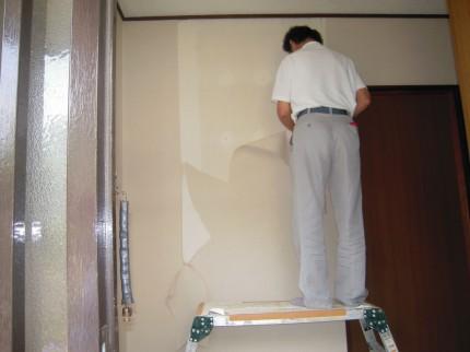 壁紙の貼替え施工中
