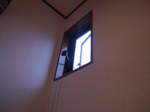 トステム高所用縦すべり出し窓