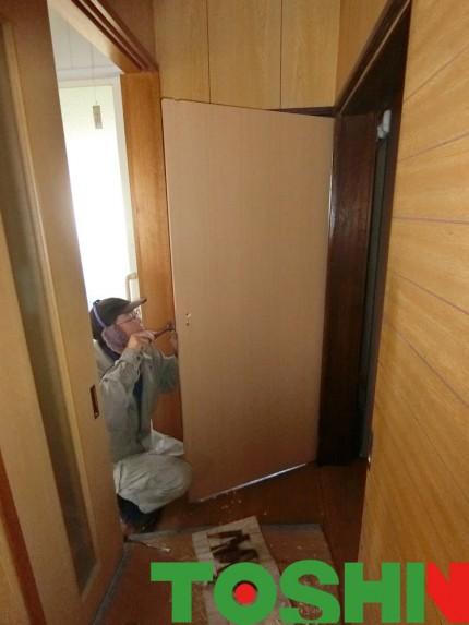 トイレドアの交換