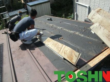 トタン屋根を葺き替え