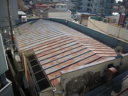 錆びてしまった瓦棒葺きの屋根