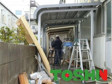 駐輪場屋根完成