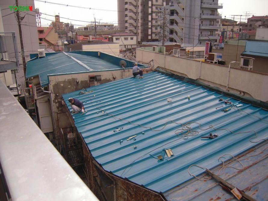 屋根被せ葺き工事