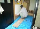 玄関框をメラミン化粧板で補修中