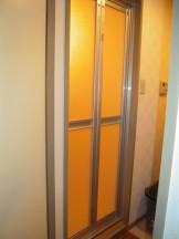 浴室扉の交換工1