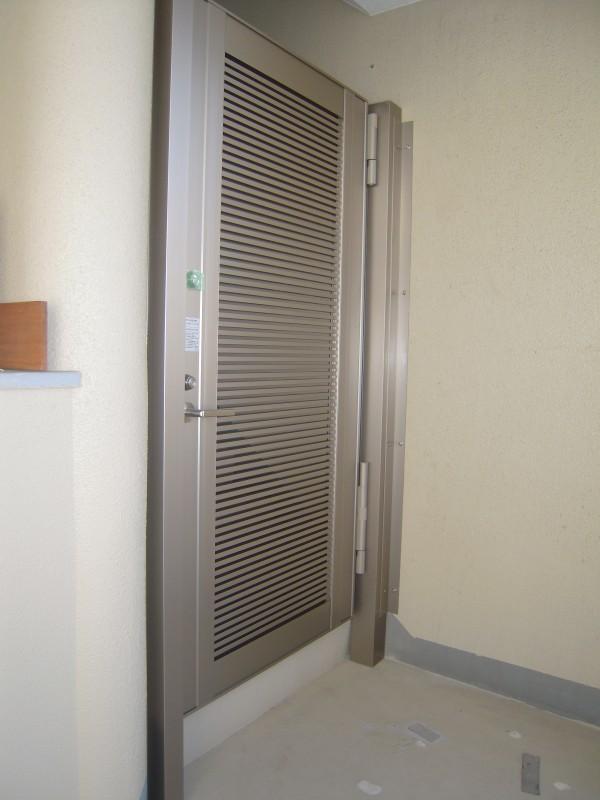 ホテル錠仕様の門扉を取付
