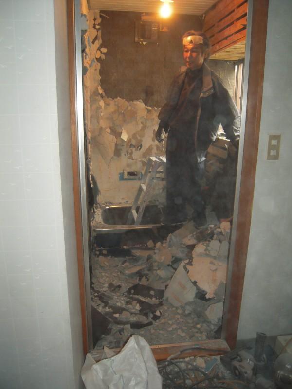 浴室解体作業中