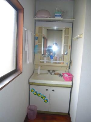 洗面化粧台の交換工1