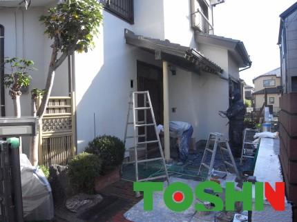 木部の塗装工事中