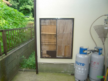 屋外収納の扉交換施工前