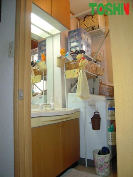収納にこだわった洗面所 施工前
