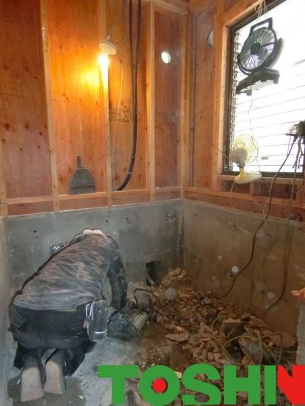 お風呂の解体作業
