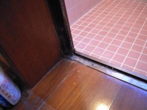浴室の折戸交換しました