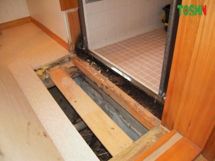 浴室出入口の床改修