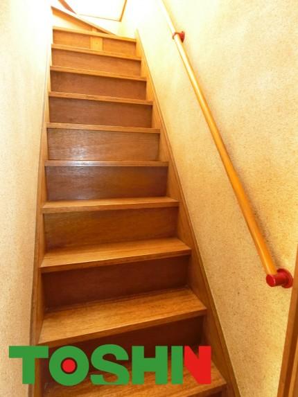 階段に手摺取付施工前